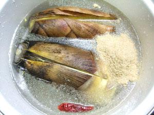 帆立稚貝(ベビーホタテ)の炊き込みご飯に使う筍のアク抜き