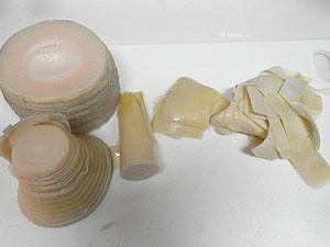 帆立稚貝(ベビーホタテ)の炊き込みご飯に使うアク抜きした筍