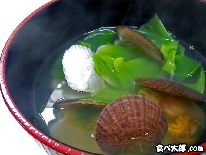 帆立稚貝と生めかぶの潮汁