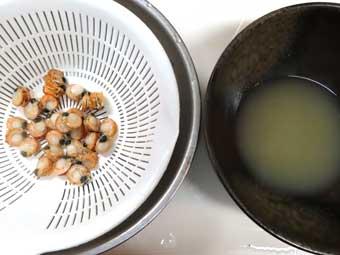 帆立稚貝の剥き身と出汁