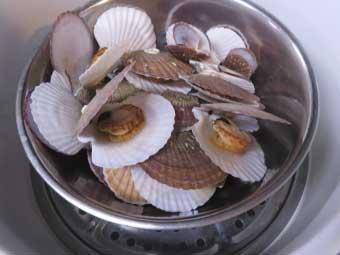 八宝菜に使う帆立稚貝を蒸す