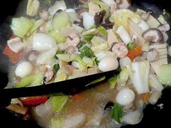 帆立稚貝(ベビーホタテ)八宝菜を煮詰める