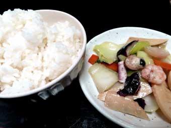 帆立稚貝(ベビーホタテ)の海鮮八宝菜と白飯