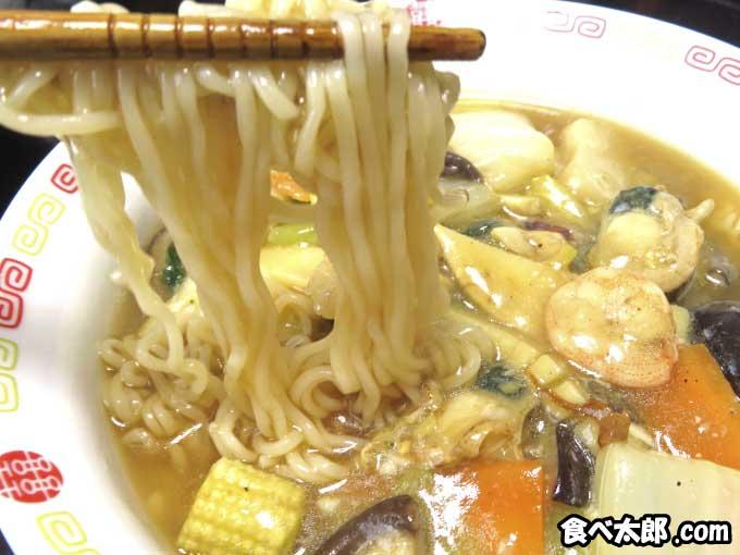 帆立稚貝(ベビーホタテ)の海鮮あんかけラーメンの麺