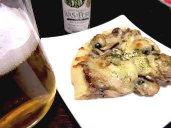 帆立稚貝とキノコのピザ&ビール
