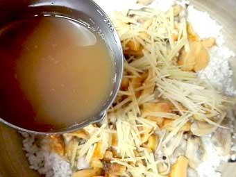 ホヤの炊き込みご飯に使うホヤ水