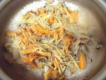土鍋を使ったホヤとアサリの生姜炊き込みご飯