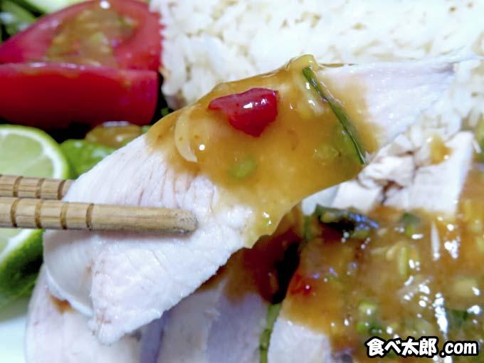特性タレをつけた茹で鶏(カオマンガイ)
