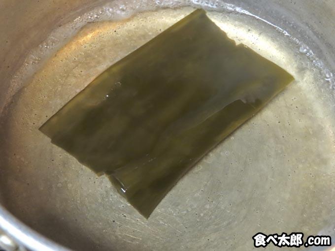 卵黄味噌漬けに使う昆布で出汁取り