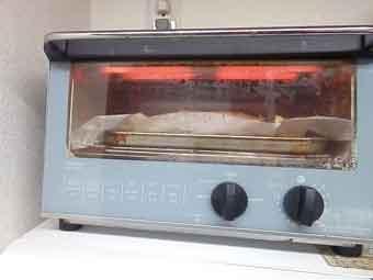 ローストチキンをオーブンで焼く