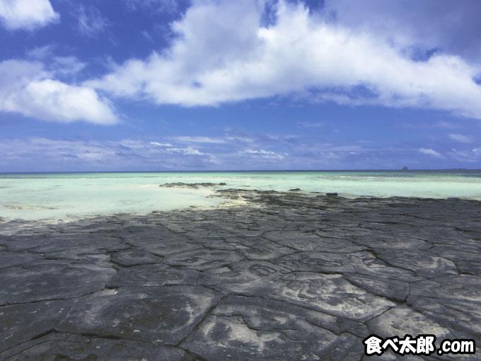久米島にある奥武島の畳石