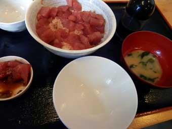 まぐろいっぱい丼の白飯二杯目完食