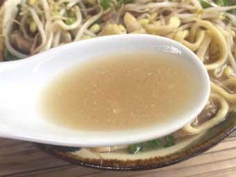 「島味噌もやしそば」の濃厚なスープ