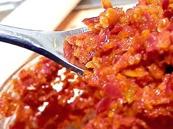 ミルで粗めに仕上げた赤柚子胡椒